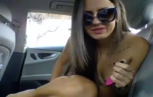 Hottie strips naked and toys her pussy in the car